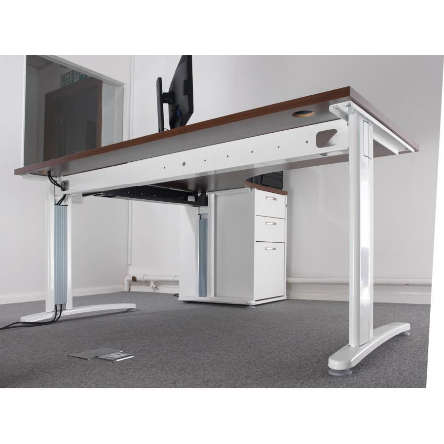TR10 Cable Managed Wave Office Desk